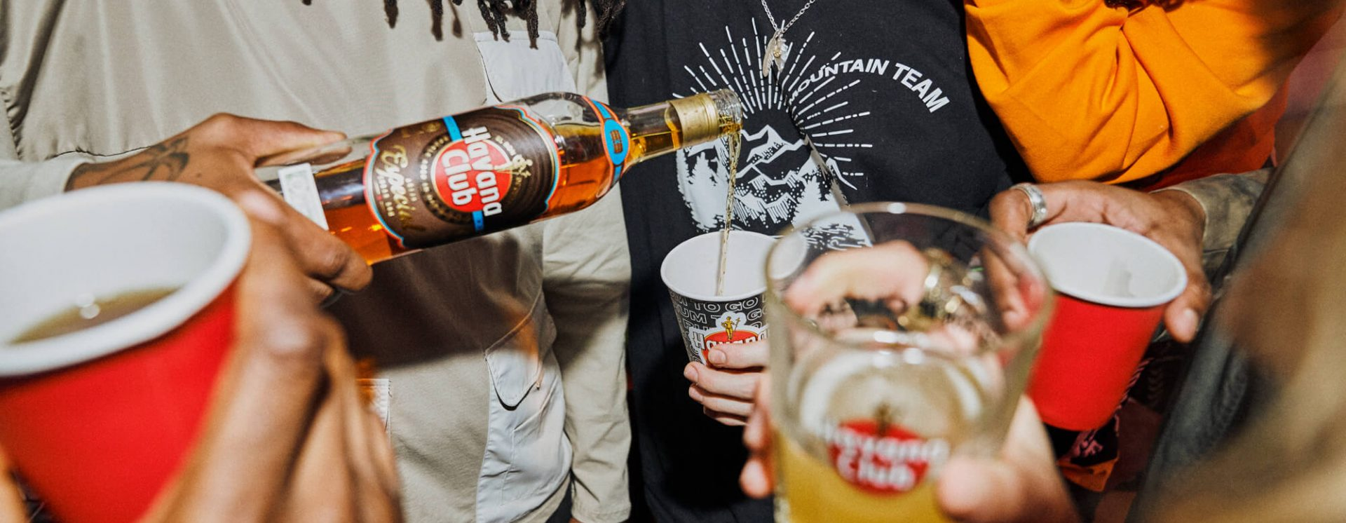 Party at home - Guy serving Havana Club Especial in a glass